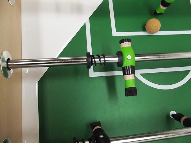VC0580: voetbal pop hout groen en zwart 16mm #3